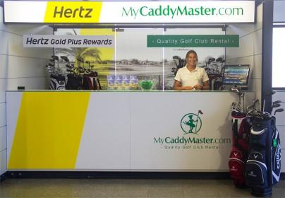 Facile à trouver au comptoir Hertz, l'équipe MyCaddyMaster est à votre service à votre arrivée dans le terminal de l'aéroport de Faro